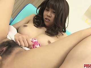 Busty Babe Ririka Suzuki Gets Fingered In the matter of Orgasm