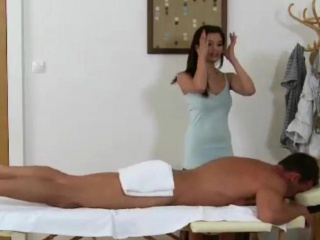 Inked asian tugjob devoted masseuse gives handjob