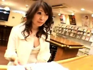 Thrilling Japanese milf drops her clothes to reveal her spl