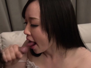 Yuka Wakatsuki is a girl who can't orgasm easily. The