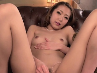 Cute asian gives orall-service after experiencing toying