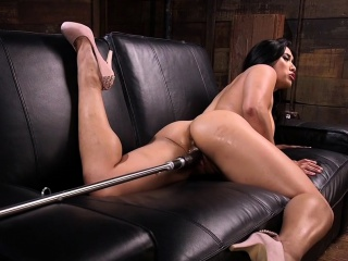 Big ass Asian hottie making out machine