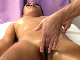 Annie gets massaged in and out of her pussy