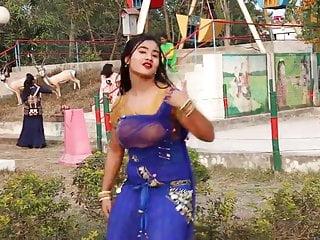 Amateur Bangladeshi School Girl Hot Dance With Song