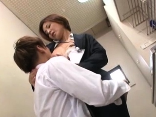 Goluptious mature Satsuki Kirioka awards male up sexual connection