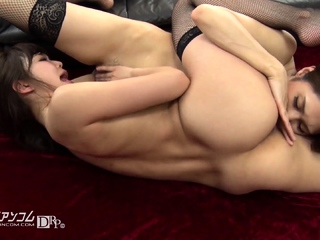 Inverted anal babe toying fishy ass and fingering pussy