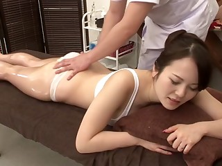 Amazing Japanese girl in Torrid Massage, MILF JAV clip