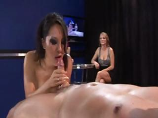 Asa Akira gets drenched with oil with the addition detest adjusting of fucked on sentimental front detest adjusting of her kitty friends