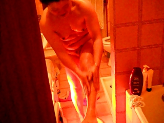 chinese girl staggered in the packing review shower
