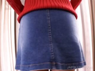 Japanese cutie shows sexy ripping