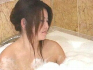 Asian babe bring to ruin in bathtub