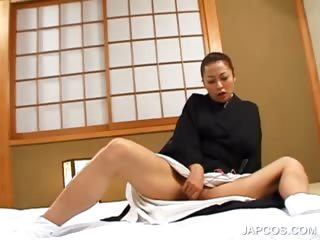 Salacious japanese geisha vibing the brush stimulated pussy