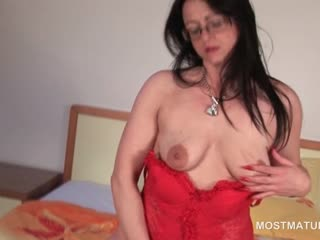 Mature night seductress animated her trimmed seize