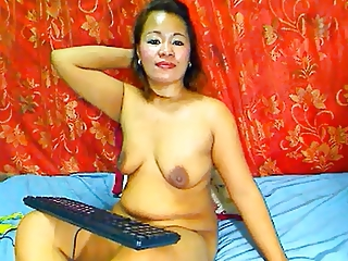 MATURE THAI LADY SHOWING Their way Chubby BOOBS ON CAM